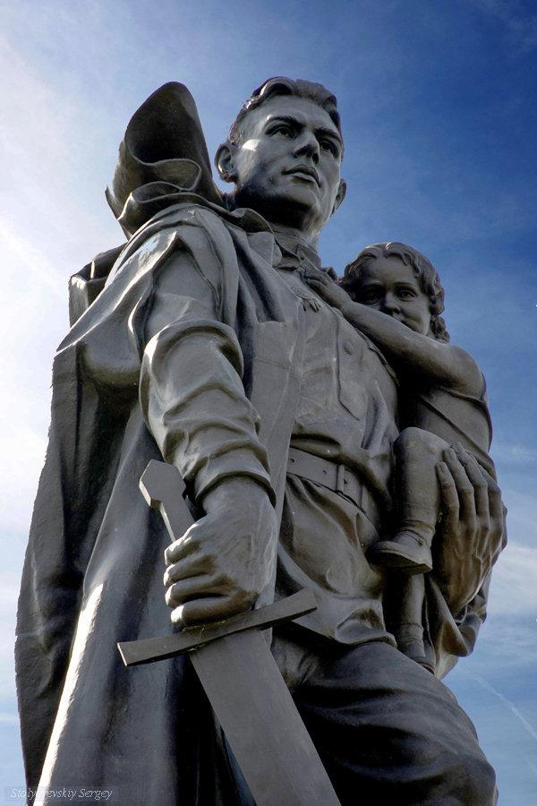 мнении почитатели фотография воину освободителю в трептов парке беда можно