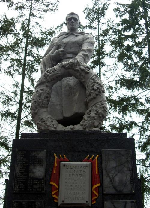 Цоколь резной из габбро-диабаза Ессентуки Мраморный крестик Коптево